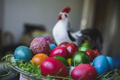 Composi pintado y adornado de los huevos de Pascua, colorido y abstracto Foto de archivo libre de regalías