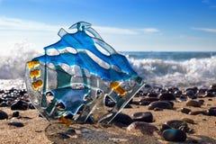 Composición abstracta del vidrio coloreado en el fondo del s Imagenes de archivo