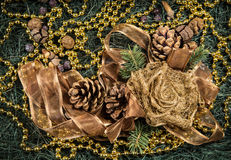 Composición con bolas de la decoración del árbol de navidad y de la Navidad, Imagenes de archivo