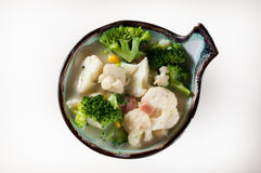 Composición con el bróculi y la coliflor aislados foto de archivo libre de regalías