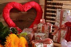Composición con el corazón para todos los amantes Fotos de archivo