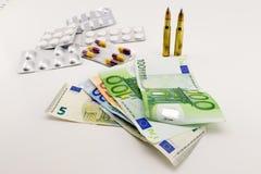 Composición con el dinero, balas, drogas Fotos de archivo libres de regalías