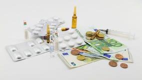 Composición con el dinero, balas, drogas Fotos de archivo