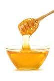 Composición con el plato de la miel y del palillo Fotografía de archivo