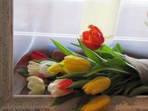 Composición con el ramo de flores Imagen de archivo libre de regalías