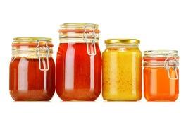 Composición con el tarro de miel en blanco Imágenes de archivo libres de regalías