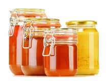 Composición con el tarro de miel en blanco Fotografía de archivo libre de regalías