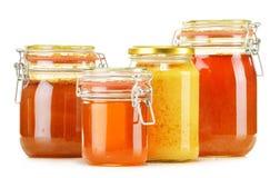 Composición con el tarro de miel en blanco Foto de archivo libre de regalías