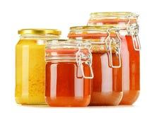 Composición con el tarro de miel en blanco Imagen de archivo libre de regalías