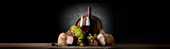 Composición con el vino y la comida Foto de archivo libre de regalías