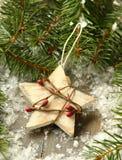 composición con la estrella y la rama del árbol de navidad Fotografía de archivo libre de regalías