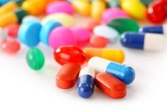 Composición con la variedad de píldoras de la droga y de suplementos dietéticos Fotografía de archivo libre de regalías