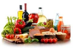 Composición con la variedad de productos alimenticios de alimento biológico Imágenes de archivo libres de regalías