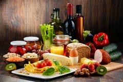 Composición con la variedad de productos alimenticios de alimento biológico Imagen de archivo