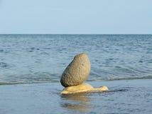 Composición con las diversos piedras y mar Fotografía de archivo