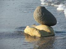 Composición con las diversos piedras y mar Imagen de archivo libre de regalías