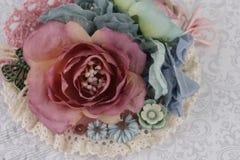 Composición con las flores de la tela Foto de archivo libre de regalías
