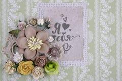 Composición con las flores de la tela Imágenes de archivo libres de regalías