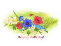 Composición con las flores del verano: amapola, narciso, anémona, viole Fotos de archivo libres de regalías