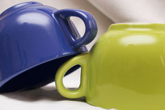Composición con las tazas coloreadas Foto de archivo libre de regalías