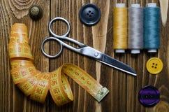 Composición con los accesorios para coser Fotografía de archivo