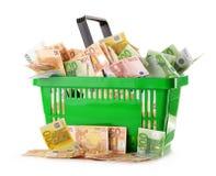 Composición con los billetes de banco euro en cesta de compras Fotos de archivo libres de regalías