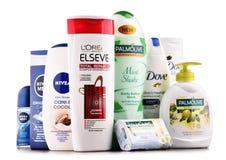 Composición con los envases de marcas globales de los cosméticos Fotografía de archivo libre de regalías