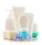Composición con los envases de productos del cuidado y de belleza del cuerpo Fotografía de archivo