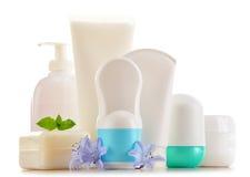 Composición con los envases de productos del cuidado y de belleza del cuerpo Foto de archivo