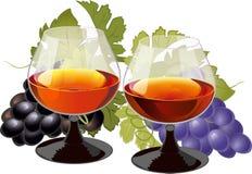 Composición con los vidrios de brandy y de uvas Imágenes de archivo libres de regalías