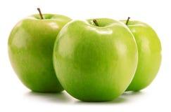 Composición con tres manzanas verdes en blanco Fotos de archivo