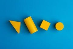 Composición cuadrada abstracta del color con los bloques de madera Foto de archivo