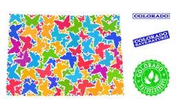 Composición de ahorro de la naturaleza del mapa del estado de Colorado con las mariposas y los sellos texturizados ilustración del vector