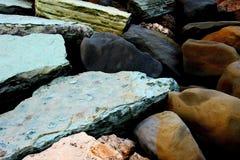 Composición de algunas rocas masivas coloreadas imágenes de archivo libres de regalías