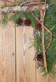 Composición de la decoración de la Navidad y del Año Nuevo en backgrou de madera Imagen de archivo libre de regalías