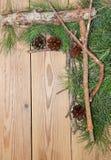 Composición de la decoración de la Navidad y del Año Nuevo en backgrou de madera Fotos de archivo