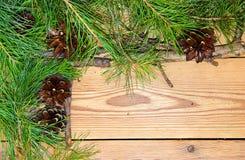 Composición de la decoración de la Navidad y del Año Nuevo en backgrou de madera Imagenes de archivo