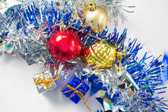 Composición de la endecha del plano de la Navidad en el fondo blanco Decoración del Año Nuevo Imagen de archivo libre de regalías
