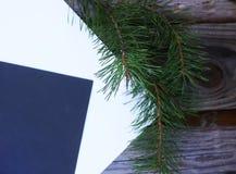 Composición de la hoja del otoño con las hojas de papel Fotografía de archivo