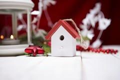 Composición de la Navidad con la caja y las decoraciones de regalo Imagen de archivo