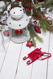 Composición de la Navidad con la caja y las decoraciones de regalo Foto de archivo libre de regalías