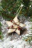 Composición de la Navidad con la estrella y la rama del árbol de navidad Fotografía de archivo