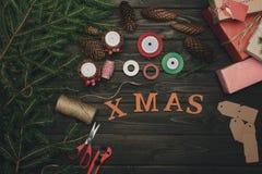 Composición de la Navidad con las decoraciones Imagen de archivo libre de regalías