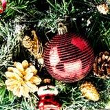 Composición de la Navidad con las decoraciones aisladas en el backgr blanco Imagen de archivo libre de regalías