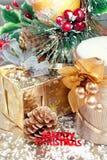Composición de la Navidad con las decoraciones del boxand del regalo Fotografía de archivo