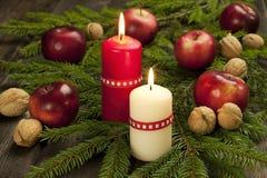 Composición de la Navidad con las velas Imagenes de archivo