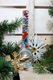 Composición de la Navidad con una botella de cristal fotografía de archivo