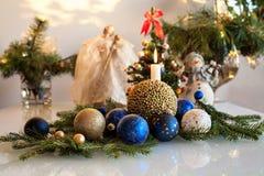 Composición de la Navidad con una vela Fotografía de archivo libre de regalías
