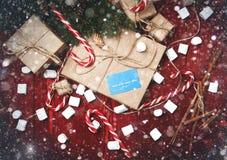 Composición de la Navidad, concepto del Año Nuevo, descuentos, tarjeta de crédito Imagen de archivo libre de regalías