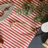 Composición de la Navidad conos Ramas del abeto Fotos de archivo